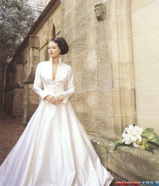 выходя замуж, так же остановила свой выбор на Priscilla of Boston. Присцилла собственноручно доставила подвенечное платье в Белый Дом