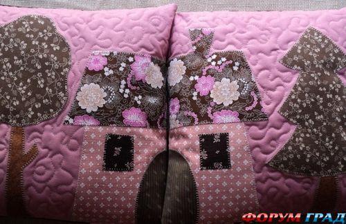 подушка с аппликацией домики