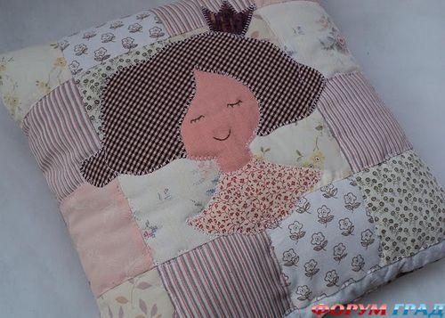 подушка с аппликацией кукла