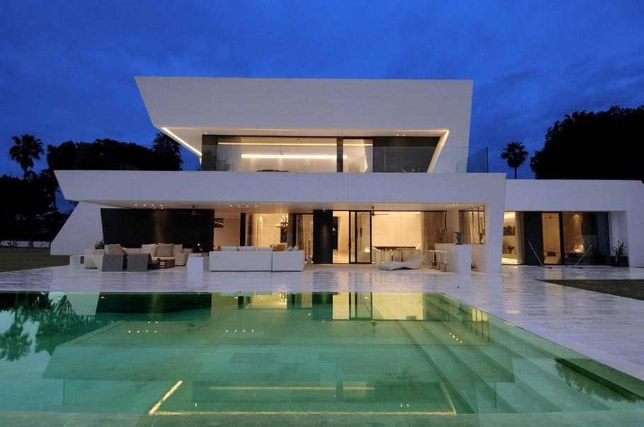 Дизайн-проект интерьера загородного дома: фото роскошной испанской виллы в белых тонах