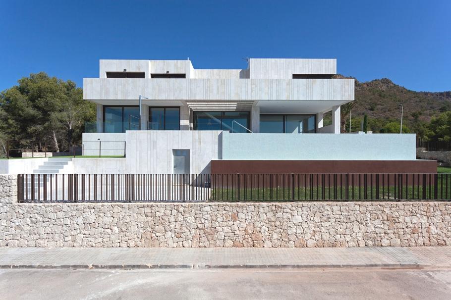 Потрясающий пейзаж - из каждого окна мраморного особняка в Валенсии