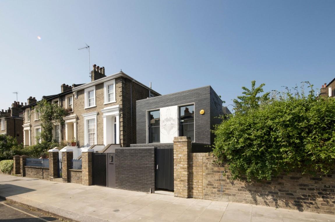 Небольшой домик: проект уютного The Shadow House в Англии
