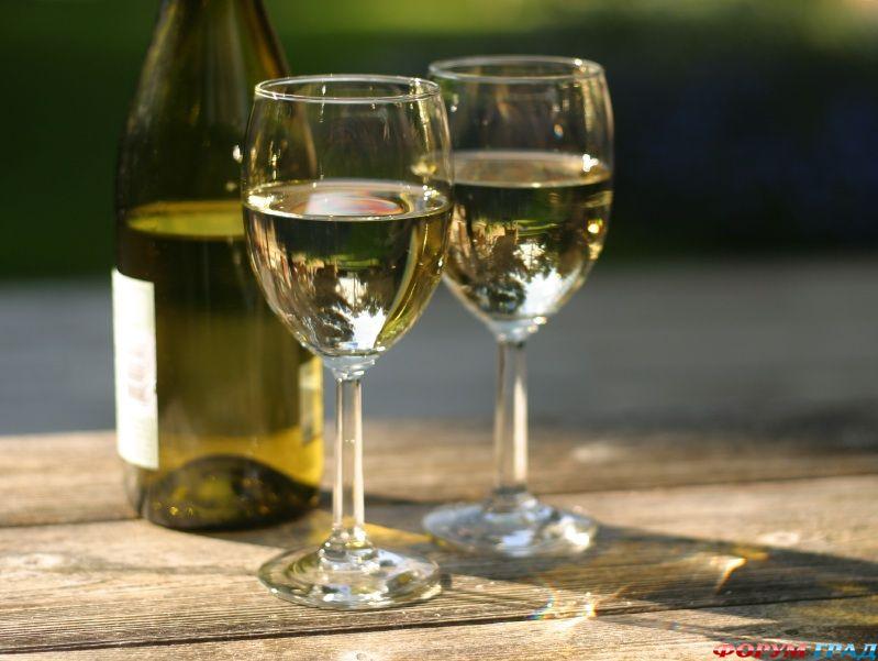 Специалисты сообщают, что то, насколько нужно охладить белое вино