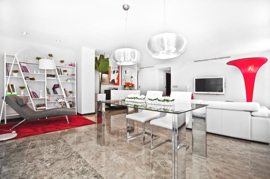 Бамбук в интерьере, фотогалерея и яркие штрихи в испанской квартире от Quespacio