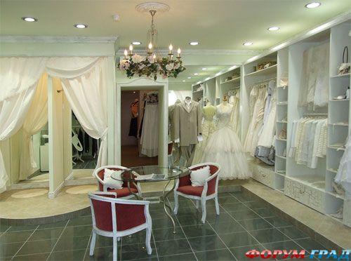 Чтобы девушка могла без проблем надеть свадебный наряд, примерочные должны быть гораздо шире