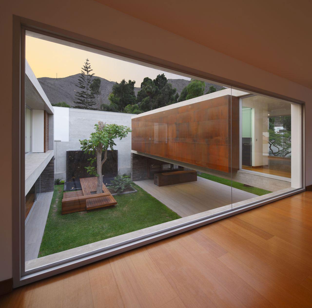 Минималистский дизайн-проект просторного коттеджа