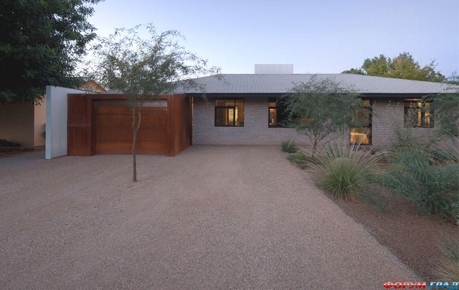 Красивые одноэтажные дома с террасой: летний коттедж от coLAB Studio