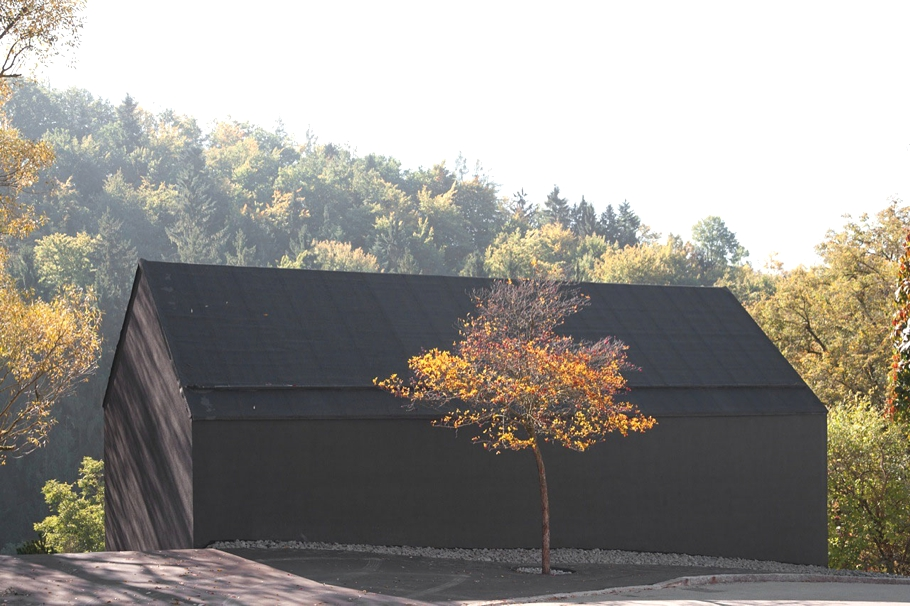 Необычные маленькие дома: ультраминималистский коттедж в Германии