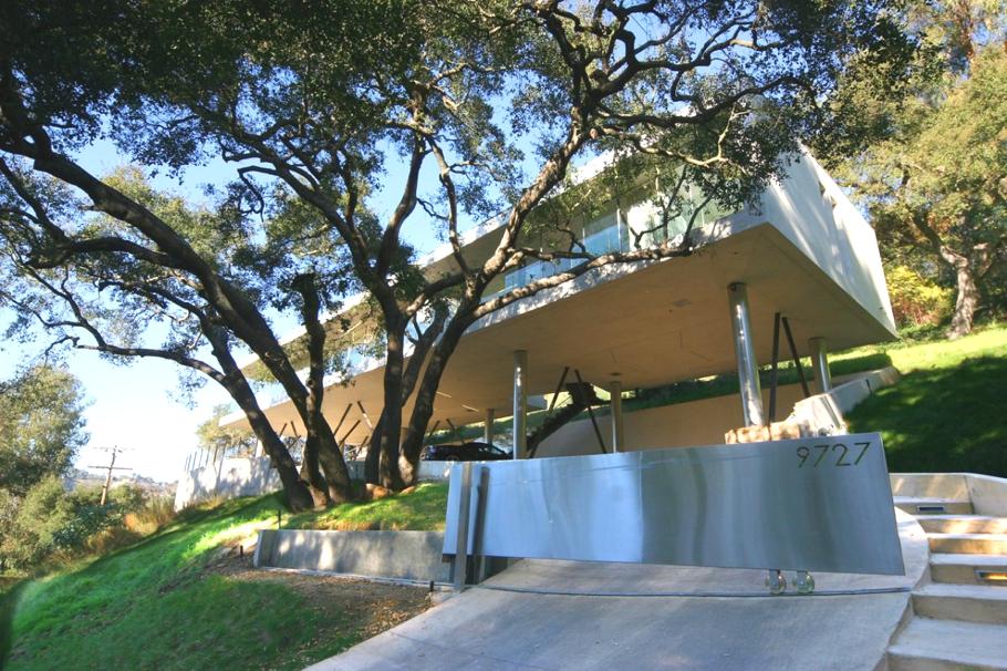Дома на сваях: стильный калифорнийский особняк Oakpass Residence