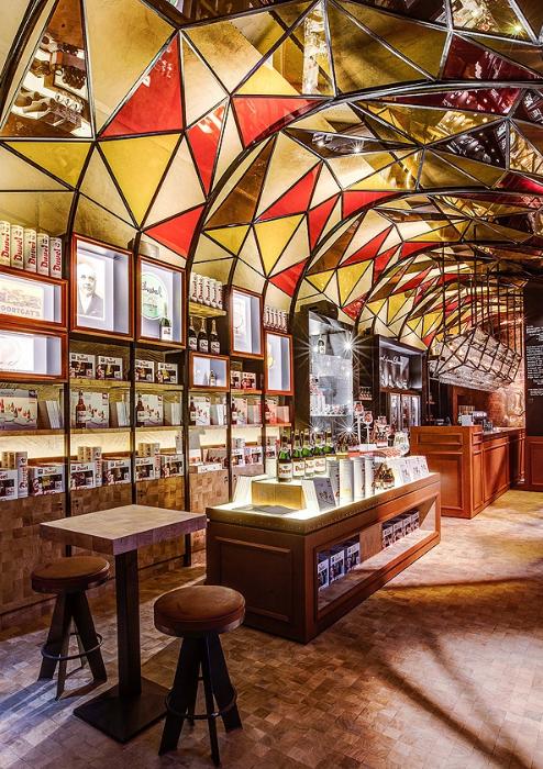Современный дизайн фламандского ресторана пивоварни duvelorium