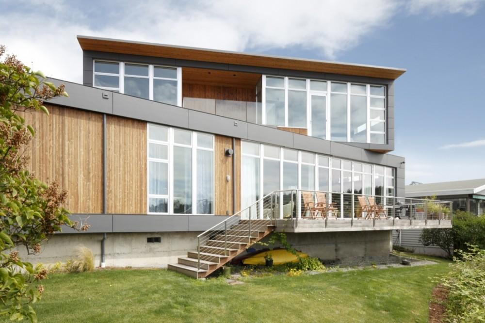 Асимметричный дом с видом на реку в Сиэтле