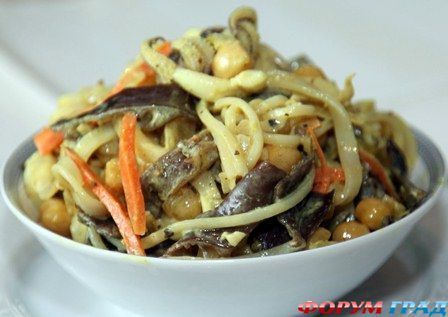 Салат с древесными грибами с фото