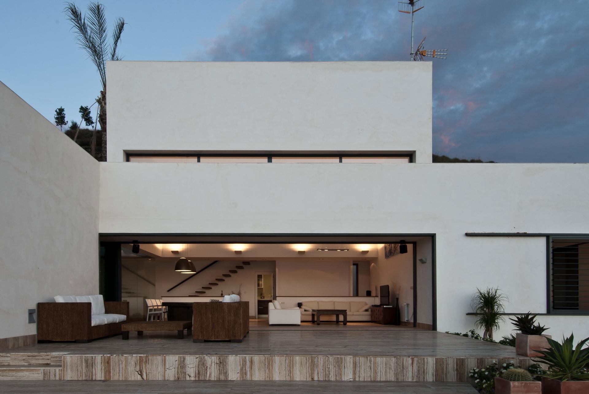 Минималистский дизайн-проект загородной резиденции