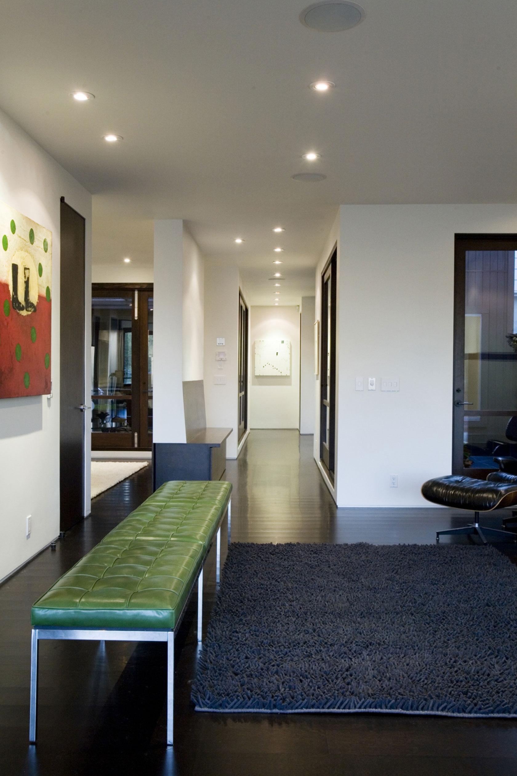 Интерьер частного дома в стиле современной классики