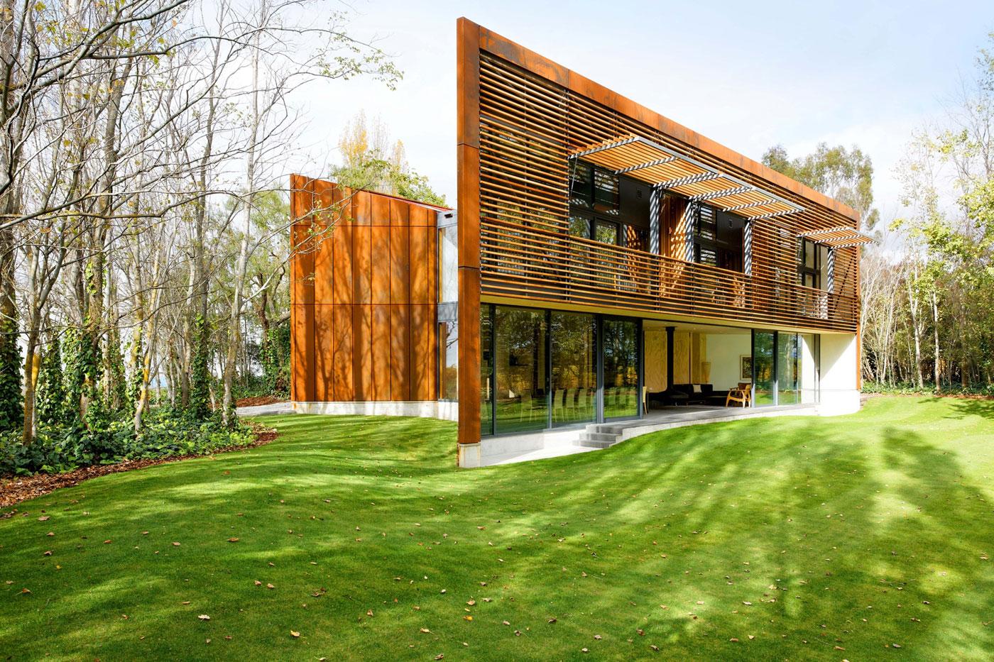 Деревянный загородный дом в ультрасовременном стиле