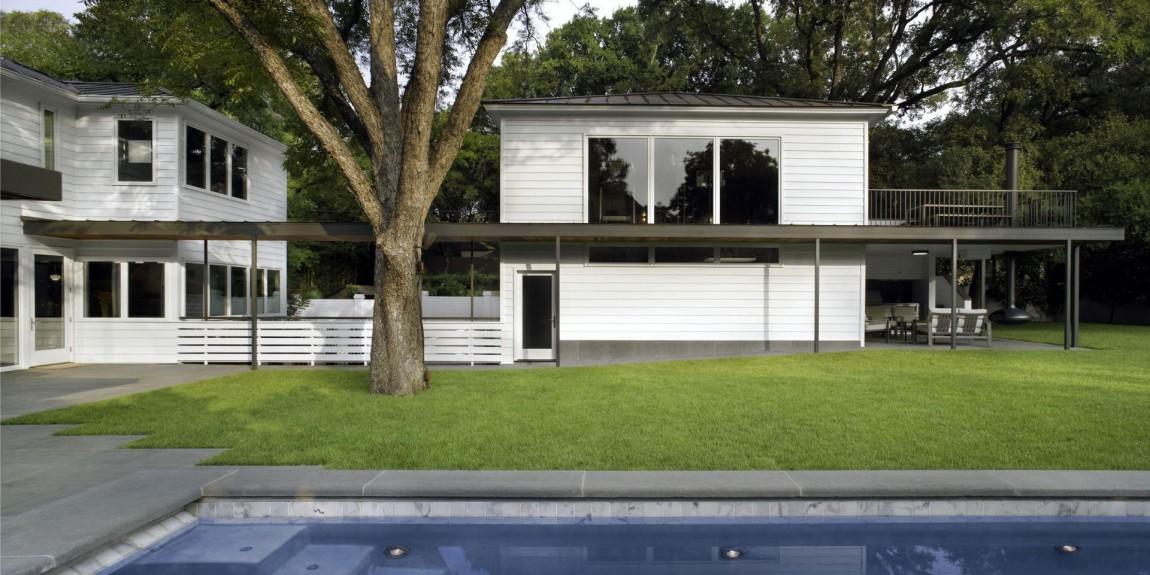 Проект дома с бассейном: реконструированный коттедж в Техасе