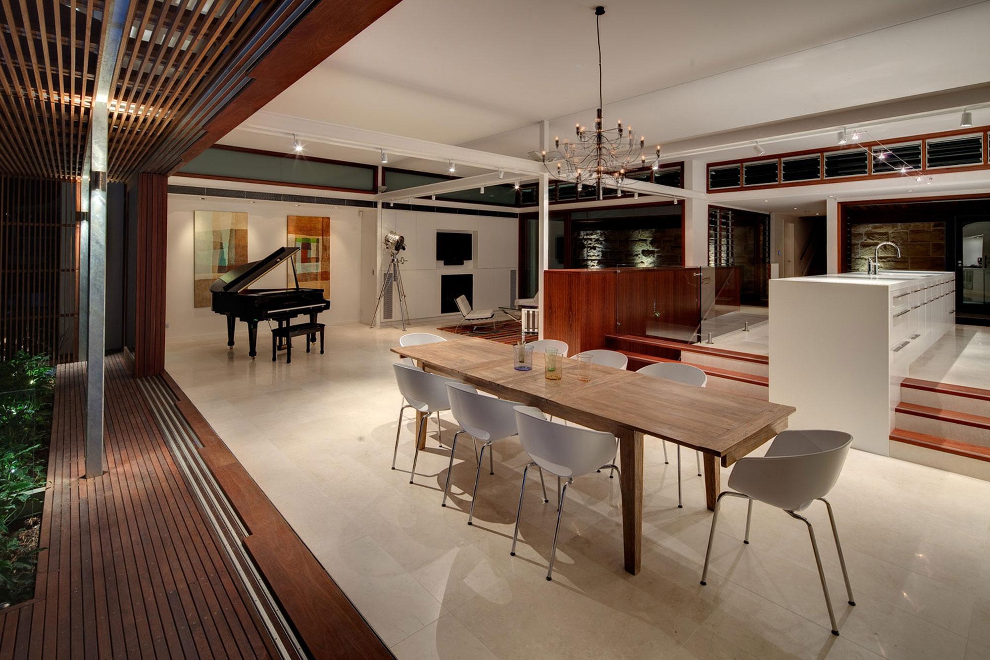 Авторские проекты современных домов: четырёхэтажный эко-дом с бассейном