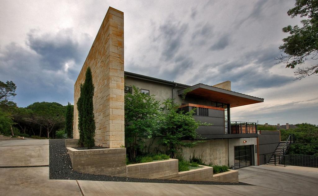 Проект дома на склоне холма: семейный коттедж Hill Country в Техасе