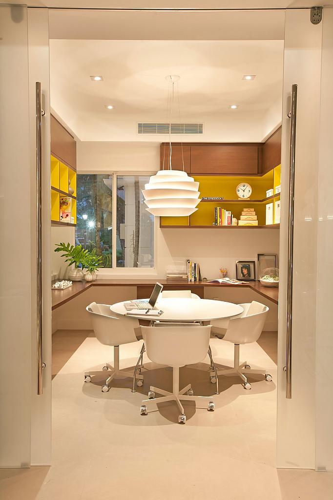 Дизайн интерьера особняков: тёплый минимализм в Miami Modern Home