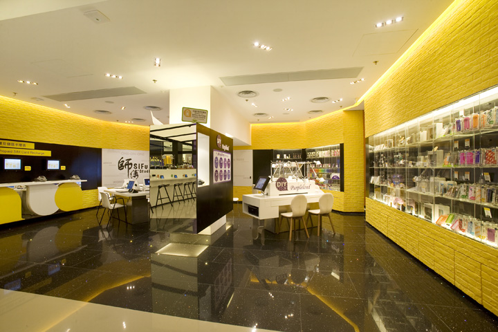 One2free Мegastore – мобильные телефоны среди великолепия интерьера магазина в стиле лофт
