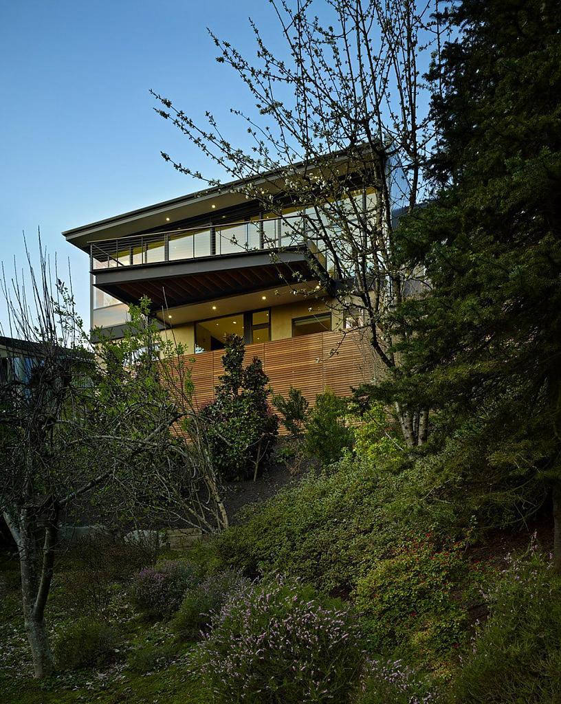 Дом в калифорнийском стиле: уютный особняк Hillside Modern