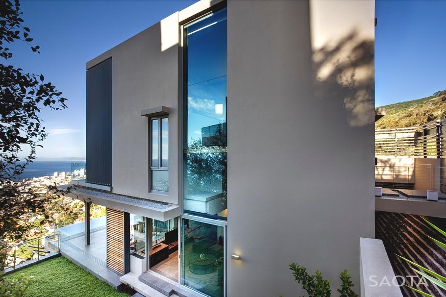 Панорамный вид из окна великолепного дома от SAOTA