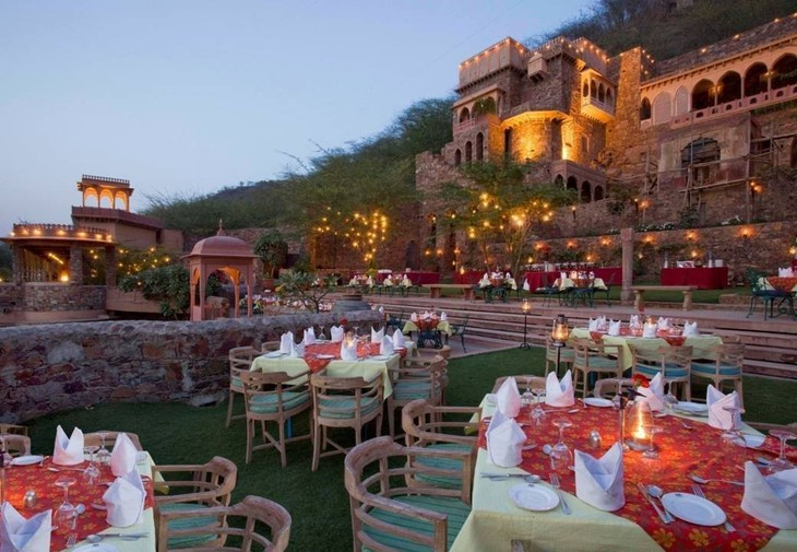 Отель Neemrana Fort Palace