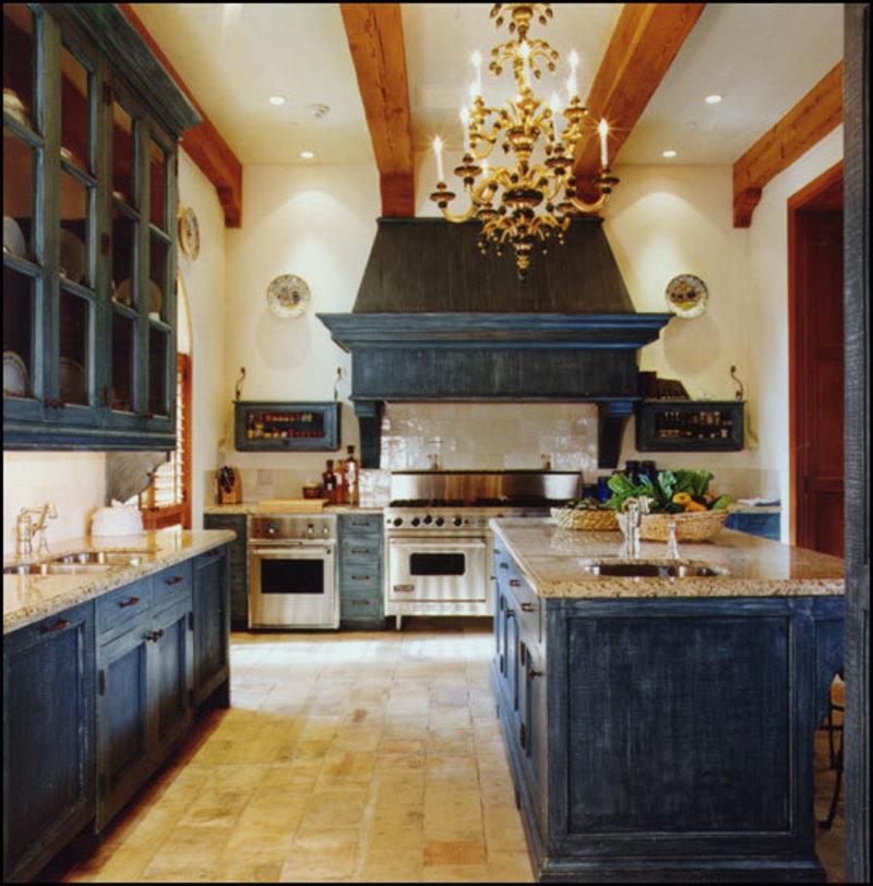 Синие кухонные шкафы