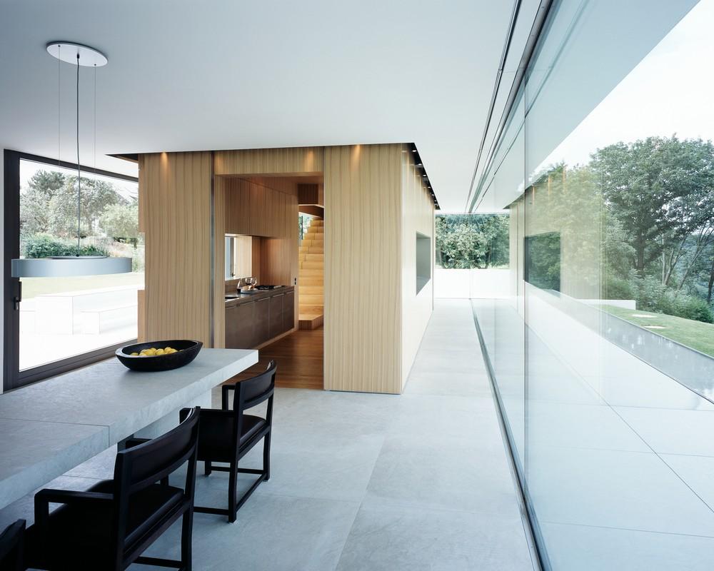 Кухня - это маленький домик, построенный прямо в помещении особняка