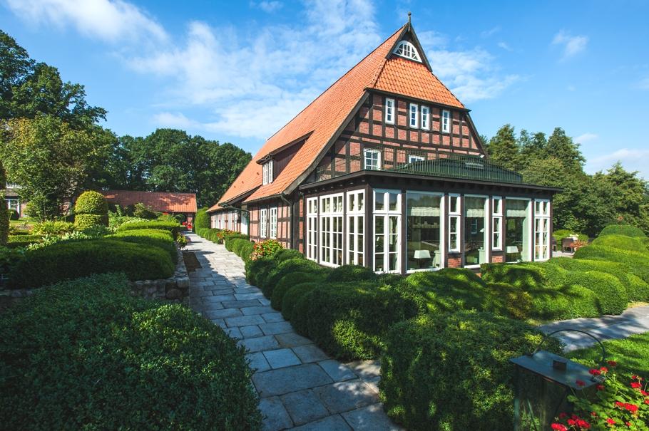 Роскошный особняк с конюшней Gest?t Famos в Германии