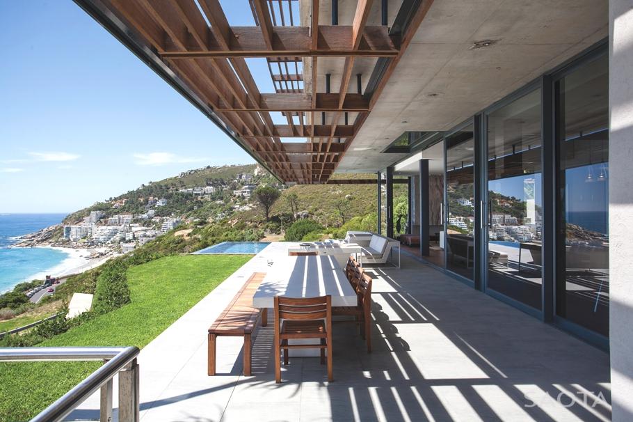 Бассейн на склоне горы: великолепный проект трёхэтажного особняка
