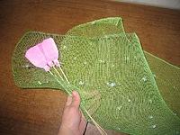 Как упаковывать цветы в сетку своими руками 18