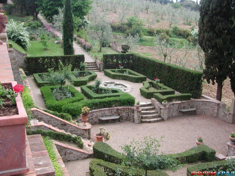 Примерами классического итальянского стиля могут служить роскошный Петергоф в России либо вилла Д'Эсте в Риме.