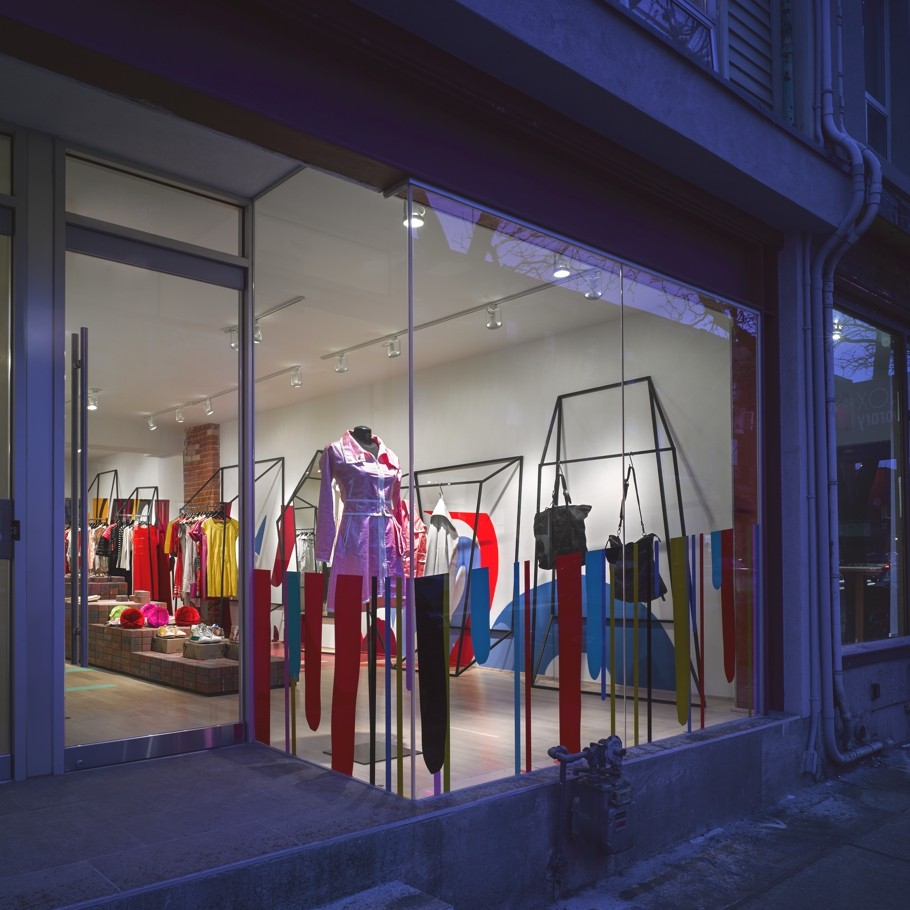 Яркий интерьер экстравагантного бутика Annie Aime в Торонто