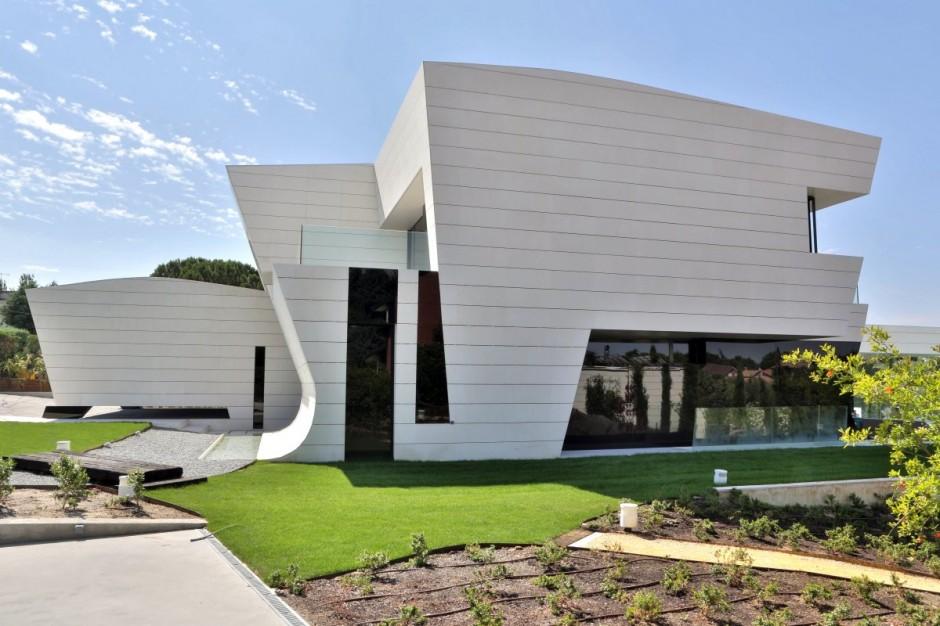 Дом с бассейном на крыше: футуристический особняк от A-cero