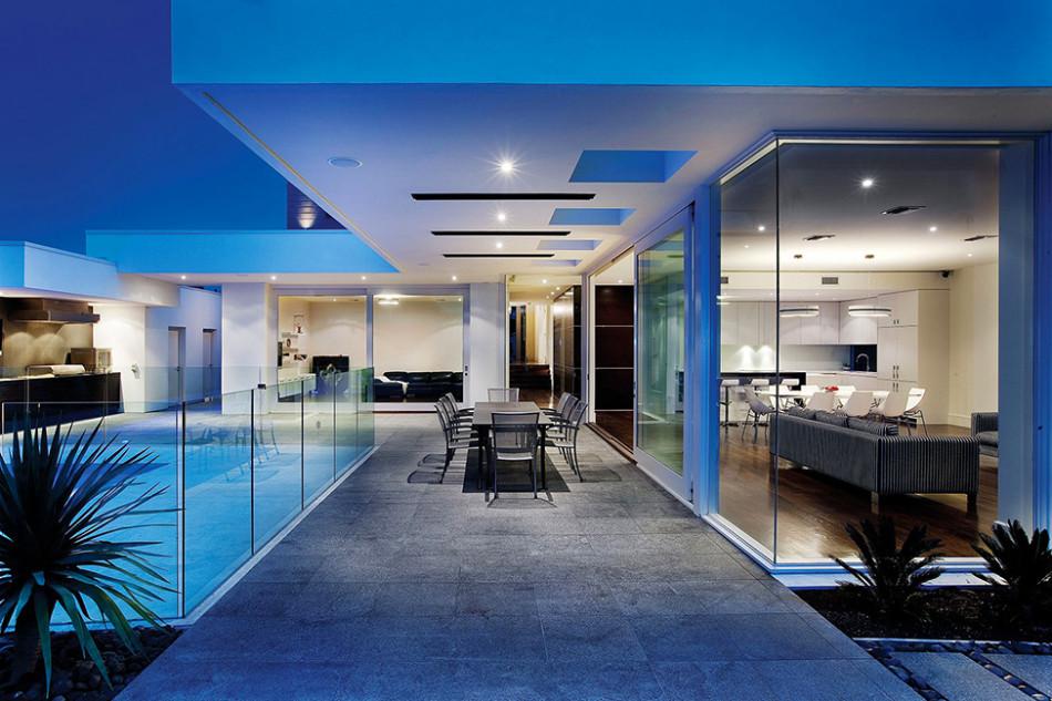 Современные частные дома: просторный особняк в Мельбурне для большой семьи