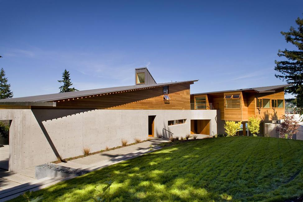 Декор наружных стен дома: благородная древесина кедра