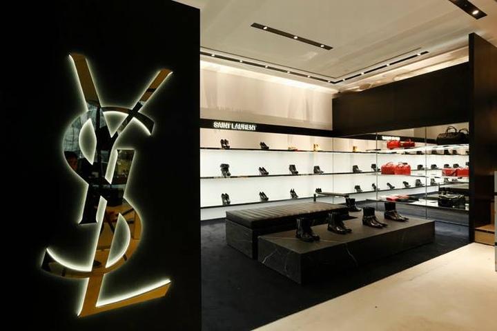 Дизайн интерьера магазина I.T