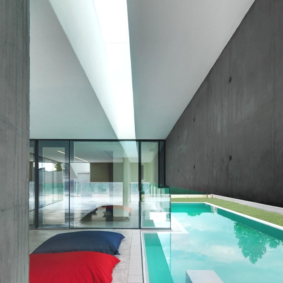 Дом-бункер с уютным интерьером от Casari Architetti
