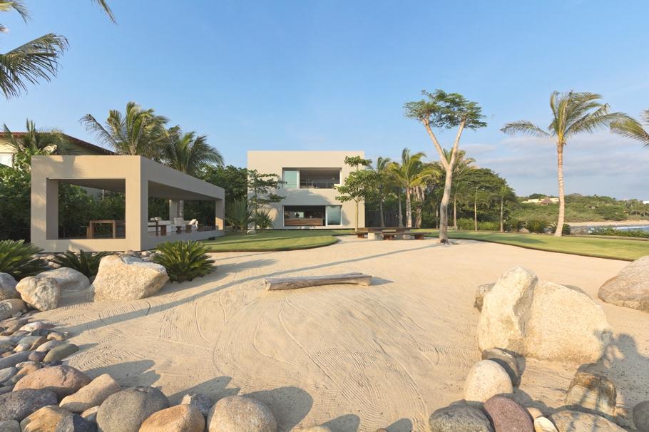 Дом La Punta на на побережье моря в Мексике