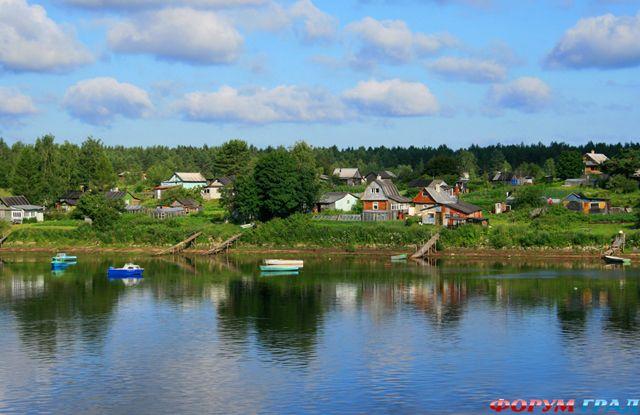 Дачный поселок на берегу реки Свирь.