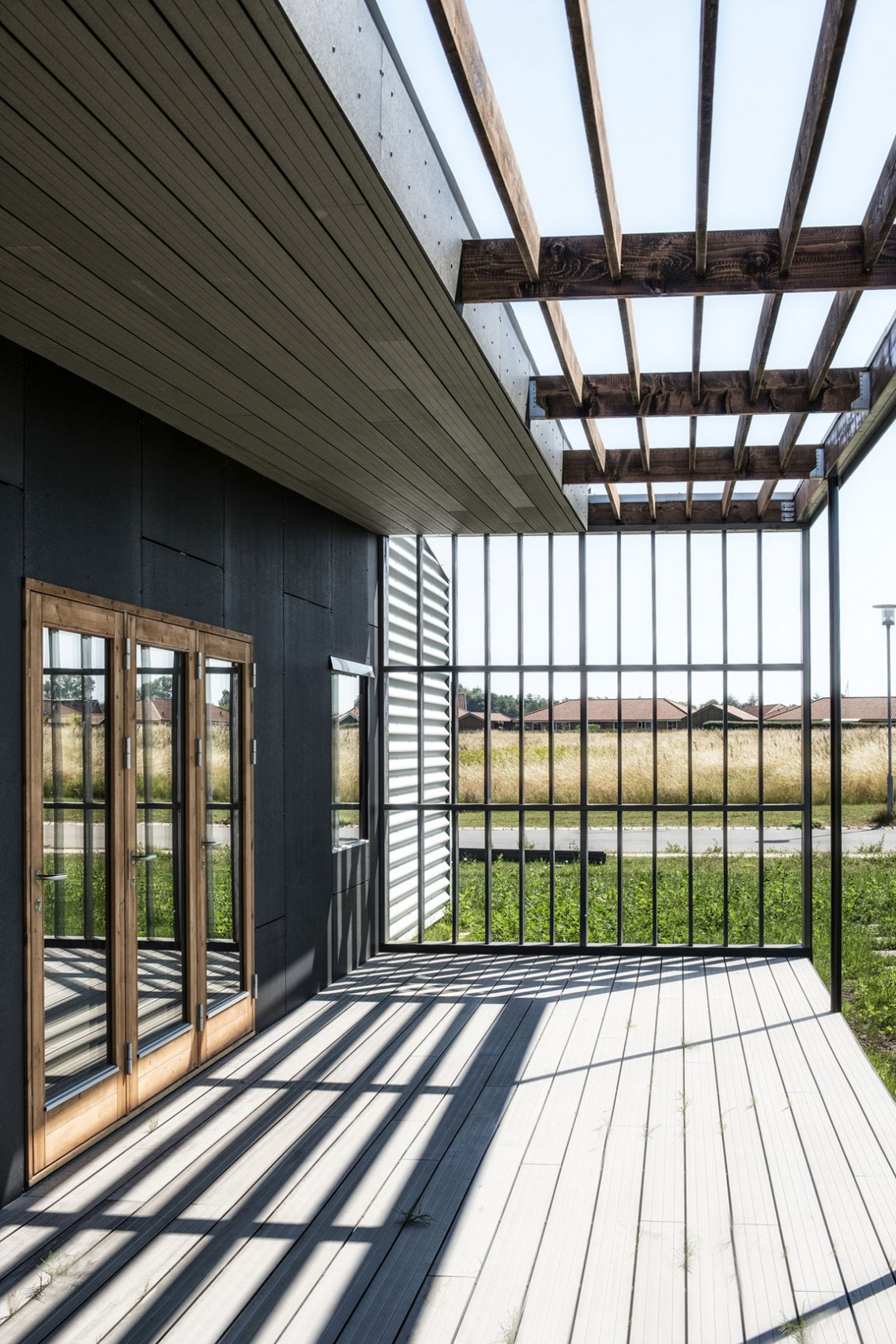 Проект экологически чистого дома Upcycle House из вторичных материалов