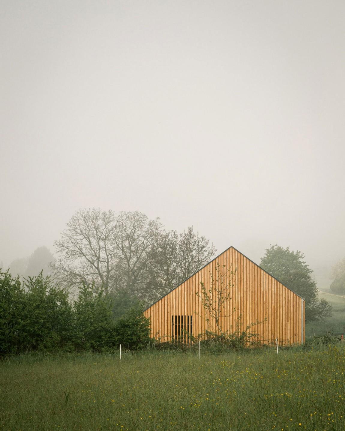 Проект современного дома в деревенском стиле