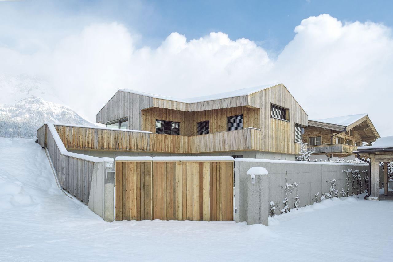 Деревянный загородный дом по шикарному проекту