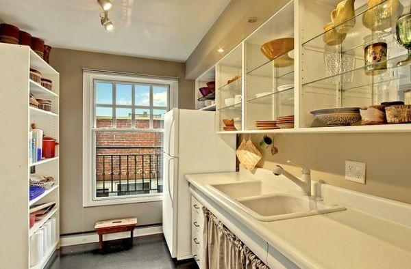 Стеклянные дверки на кухонных шкафах