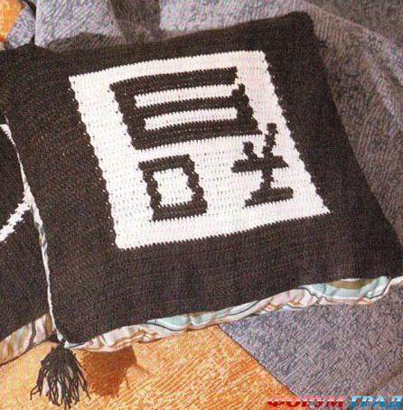 Комментарий: вязаные подушки спицами со схемой.