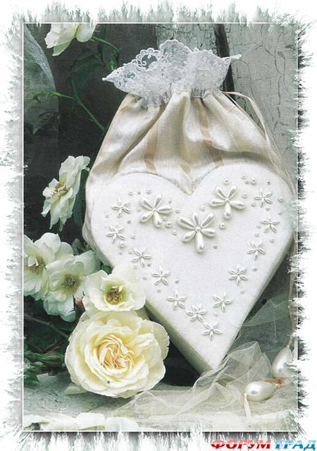Эта сумочка, сделанная в форме сердечка и украшенная перламутровыми...