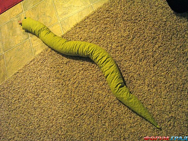 змейка под дверь