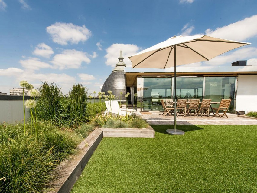 Потрясающий пентхаус с настоящим газоном на крыше