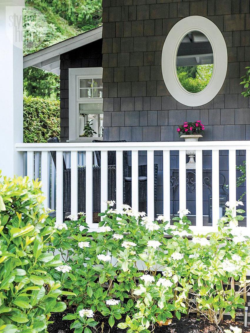 Красивый загородный дом в деревенском стиле